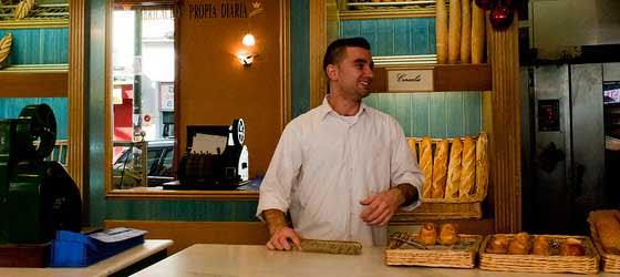 Panadero trabajando en una empresa como ejemplo de la profesionalización en la empresa familiar